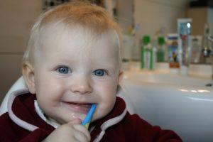 赤ちゃん 歯磨き 嫌がる